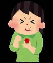 梅干しを食べる女性